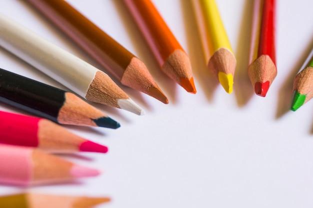Creatieve samenstelling met potloden