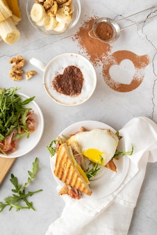 Creatieve samenstelling van ontbijtmaaltijd