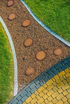 Creatieve tuinweg