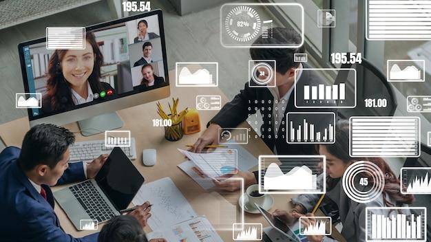Creatieve visual van mensen uit het bedrijfsleven in een zakelijke personeelsvergadering op videogesprek