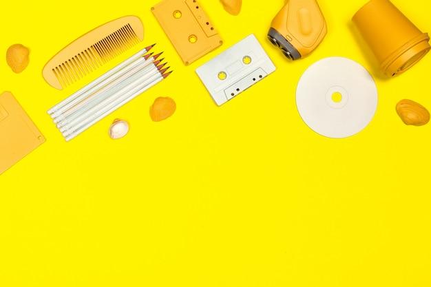 Creatieve vlakke leg met accessoires uit de jaren '80