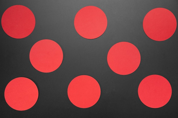 Creatieve zwarte vrijdagsamenstelling met rode cirkels