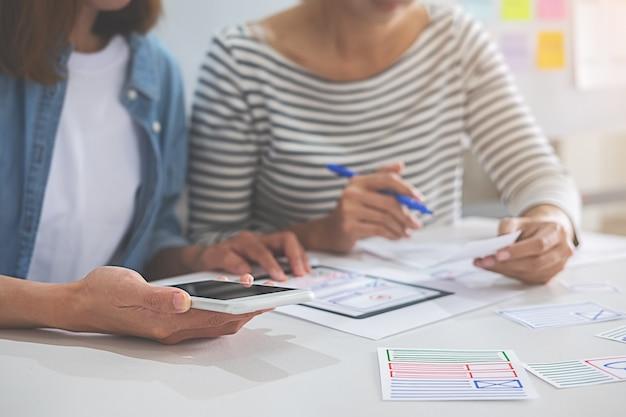Creative web designer-planningstoepassing en het ontwikkelen van een sjabloonlay-outraamwerk
