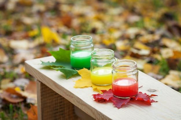 Creativiteit van kinderen. verf van de herfst. herfst decoratie.