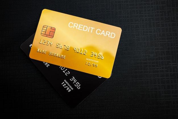 Creditcards op zwarte stof