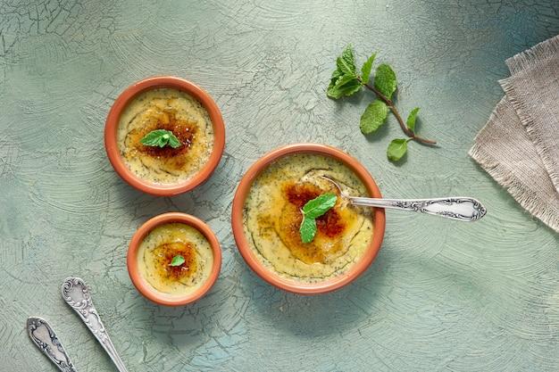 Creme brulee, of crema catalana, de spaanse variant van dit traditionele vla dessert