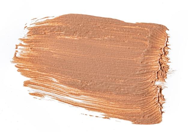 Crème foundation vlekkerige vlekken geïsoleerd op wit