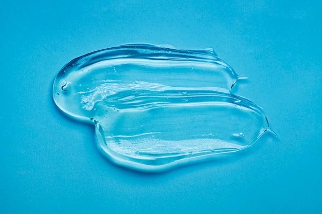 Crème gel transparant cosmetisch monster op blauw