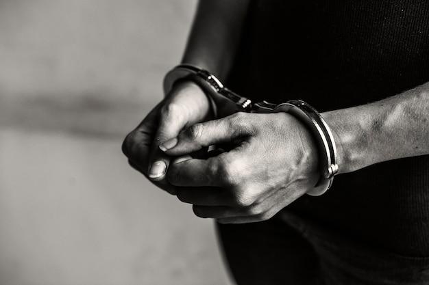 Crimineel in handboeien