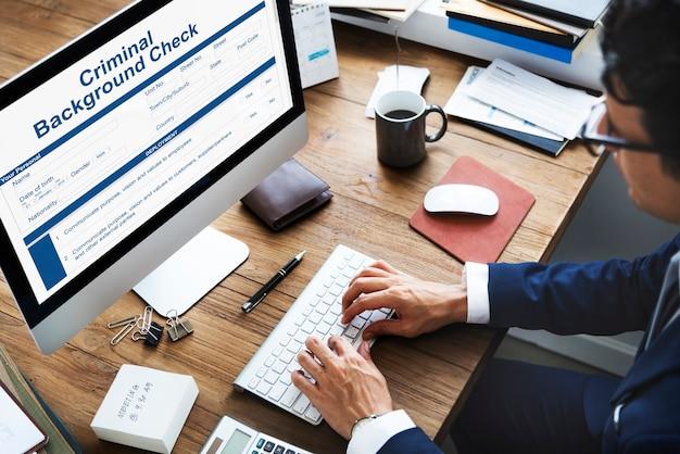 Criminele achtergrond controle verzekeringsformulier concept