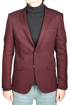 Crimson herenblazer in combinatie met een spijkerbroek op een witte achtergrond.