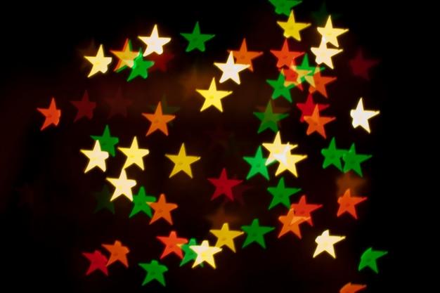 Cristmas-wenskaartachtergrond, lichteffecten en kleurrijke decoratie