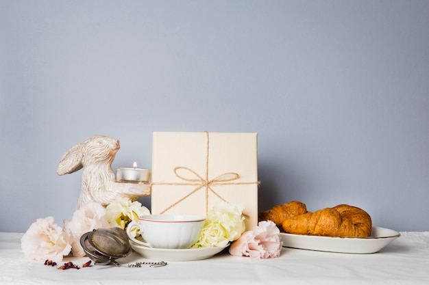 Croissant en decoraties kopiëren ruimte