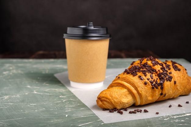 Croissant en koffie