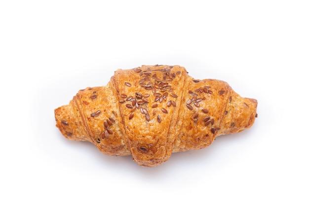 Croissant met geïsoleerde sesam op bovenkant