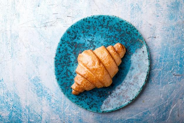 Croissant ontbijt vers bakken.