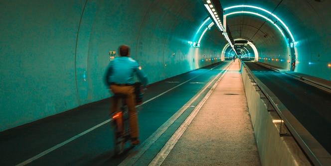 croix-rousse tunnel in de stad lyon, frankrijk