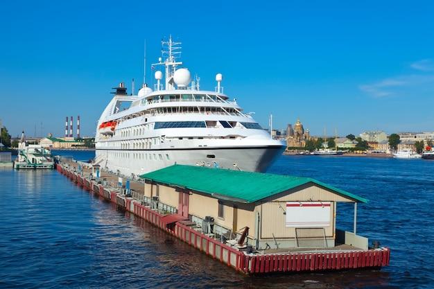 Cruise liner in sint petersburg