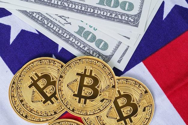 Crypto valuta concept. gouden bitcoin-muntstuk en bankbiljet op vlag van de verenigde staten van amerika de v.s