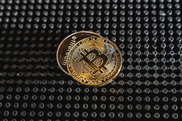 Cryptocurrency-munt op donkere lijst