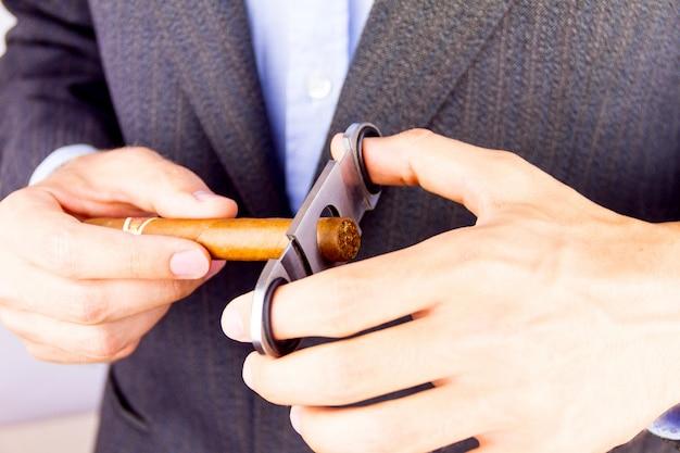 Cubaanse sigaar roken