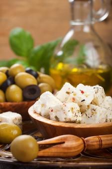 Cubed feta-kaas met olijven