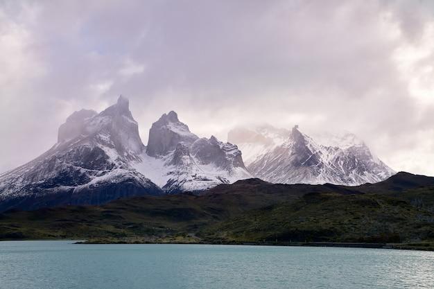 Cuernos del paine de beroemde plaats en wandelroute van torres del paine national park, chili
