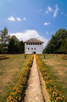 Cula maldaresti, versterkte villa gelegen nabij horezu, roemenië