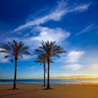 Cullera playa los olivos strandzonsondergang in valencia