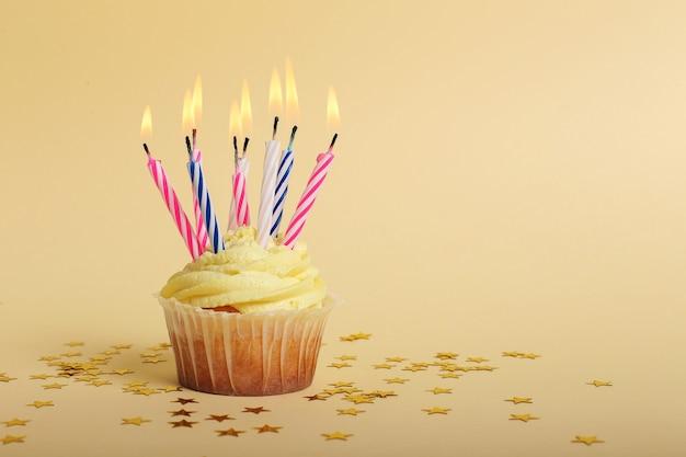 Cupcake met kaarsen