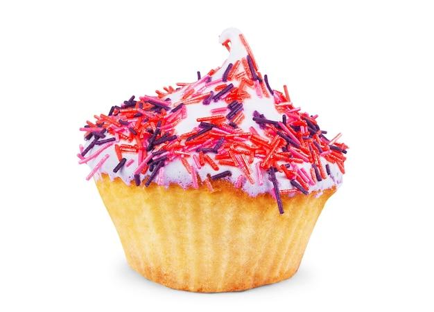 Cupcake met wit glazuur en hagelslag tegen een witte achtergrond