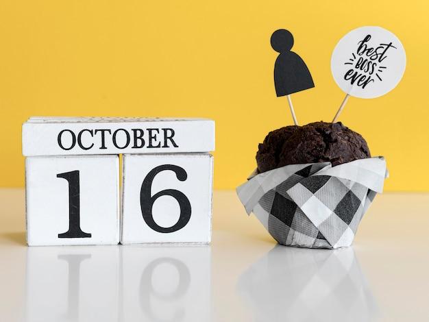 Cupcakeverrassing voor baas op bureau