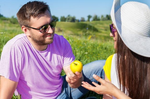 Cuple met picknick
