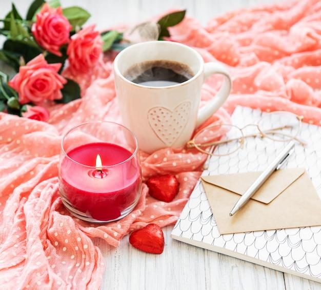 Cupof koffie met chicolate snoep
