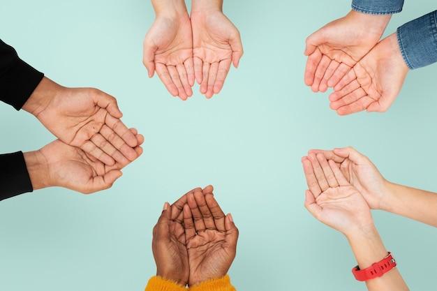 Cupping handen gebaar voor milieu campagne