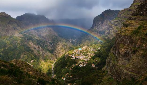 Curral das freiras met de regenboog