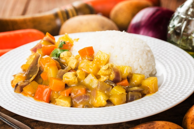 Curryrundborst met rijst