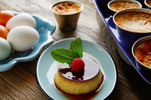 Custard creme caramel flan-dessert bain-marie
