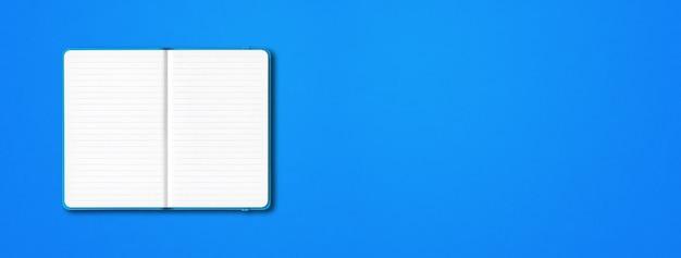 Cyaan open bekleed notebook geïsoleerd op blauwe achtergrond.