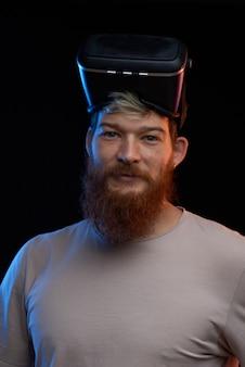 Cyber maandag concept. man in vr-bril