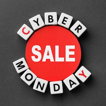 Cyber maandag geschreven met scrabble letters concept