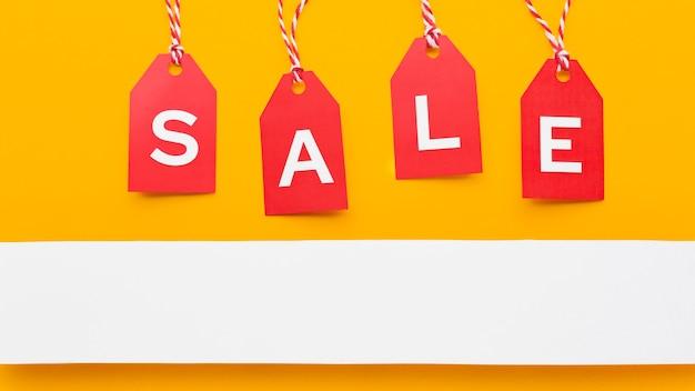 Cyber maandag verkoop rode etiketten concept kopie ruimte