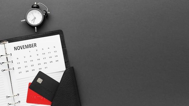 Cyber maandag verkoopkalender en klok