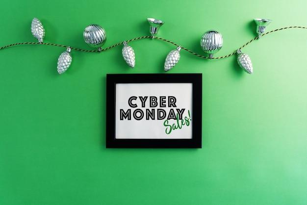 Cyber monday sale in fotolijst met slingerlichten