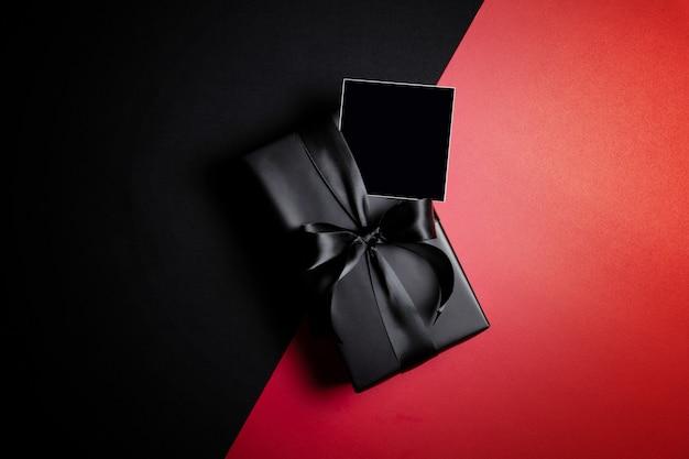 Cybermaandaguitverkoop met geschenkdoos
