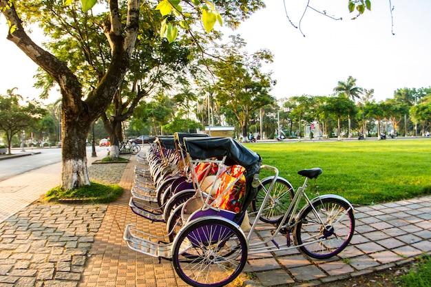 Cyclo (pedicab) mooie kleur in de hue-provincie. vietnam