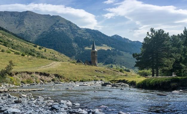 Dâ'aran valley in de spaanse pyreneeën