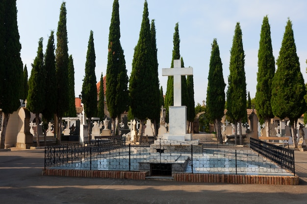 Dag weergave van begraafplaats. teruel