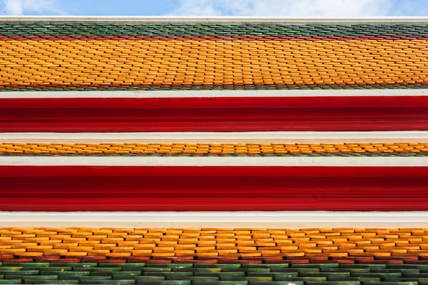 Dak van thaise tempel met geveltop top op de top, thailand