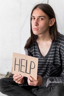 Dakloze man smeken om hulp